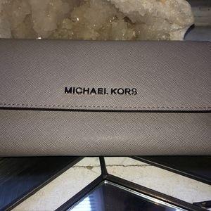 Michael Kors Pearl Grey Jet Set Travel LG Trifold